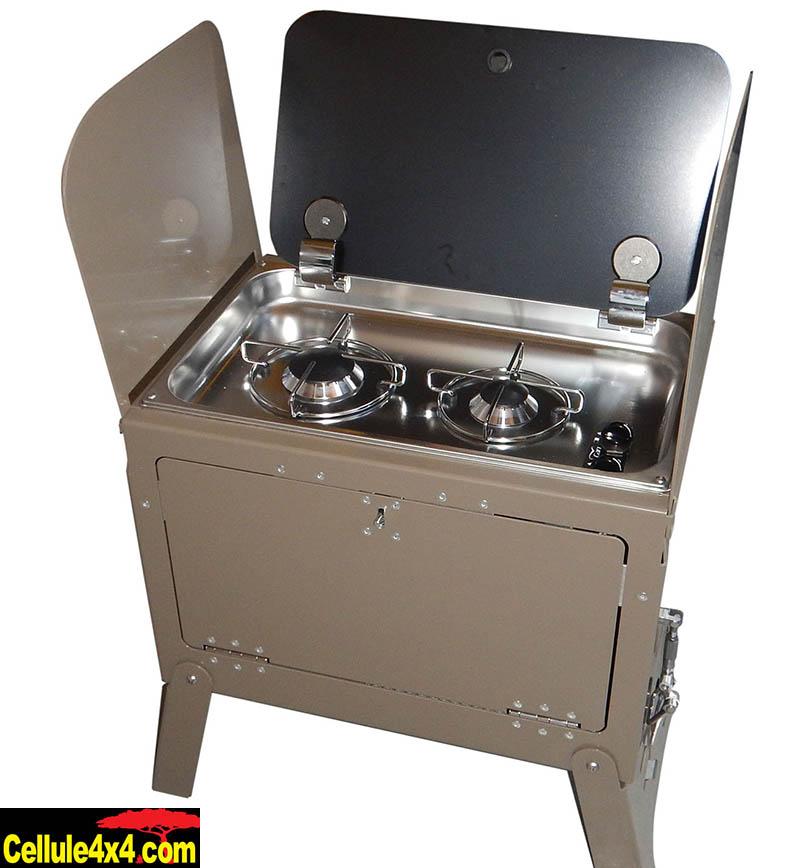 Ce coffre est amovible ce qui permet de cuisiner à l'intérieur comme à l'extérieur