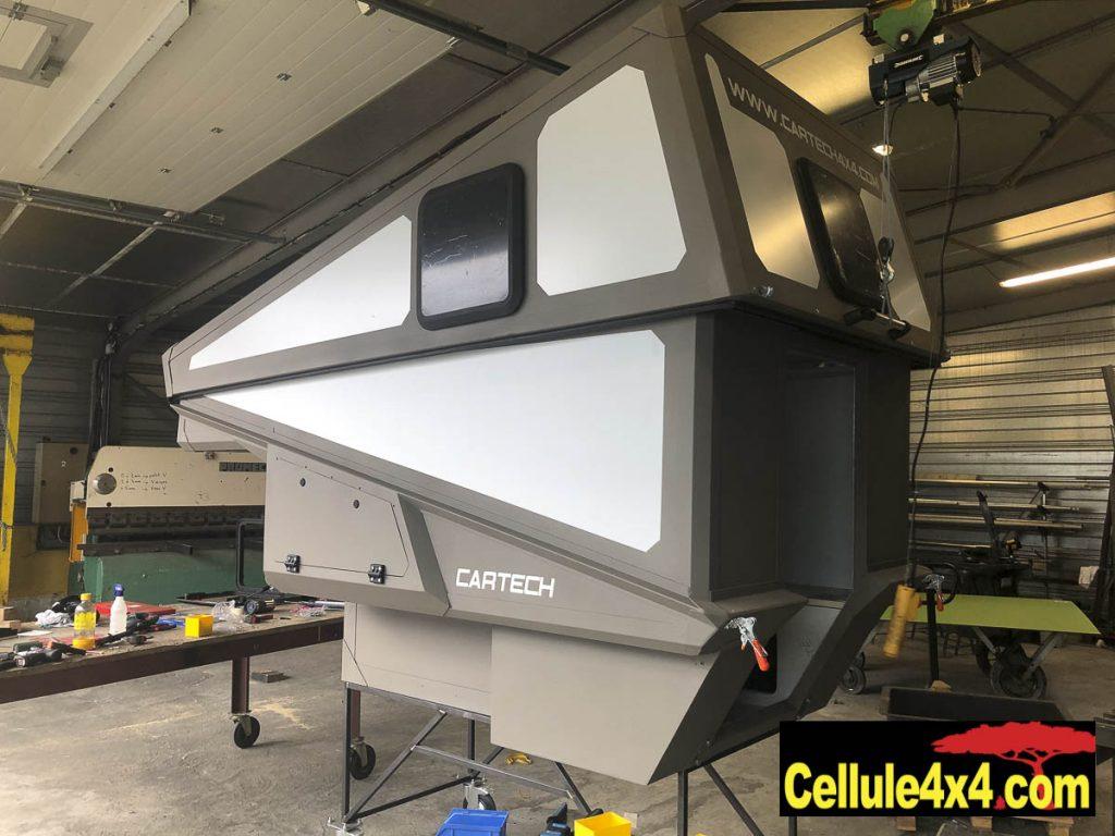 La nouvelle cellule Cartech avec toit relevable rigide, ici en cours de finalisation