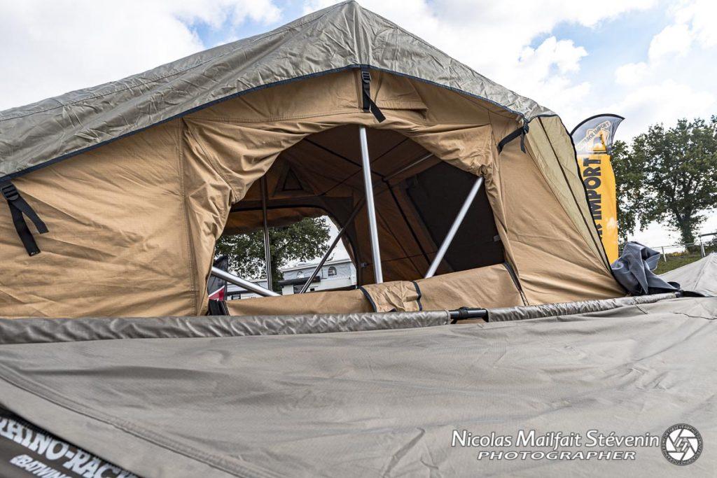 Le double toit étanche protège des intempéries