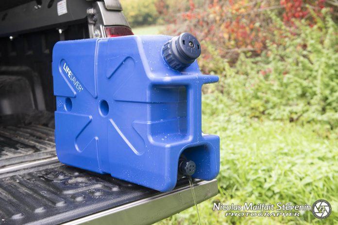 Le jerrycan Lifesaver permet d'avoir de l'eau potable filtrée