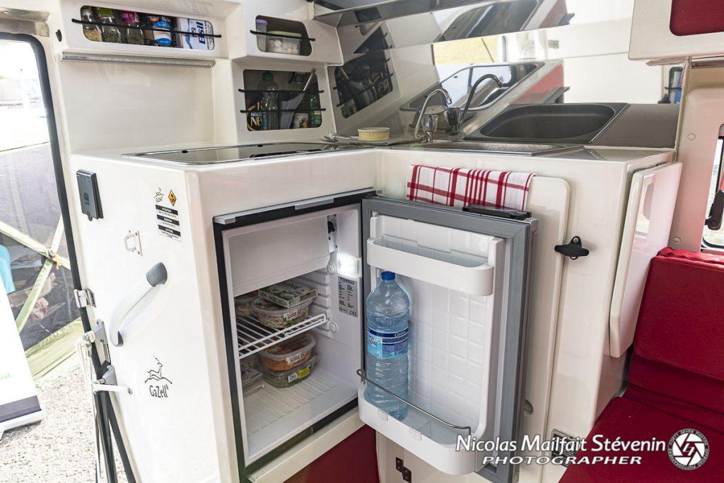 Le frigo, le compagnon du voyageur, ici il fait 51 l