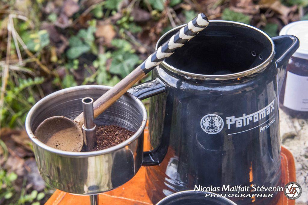 Remplir le filtre avec un bon café, ici j'ai choisi un Moka