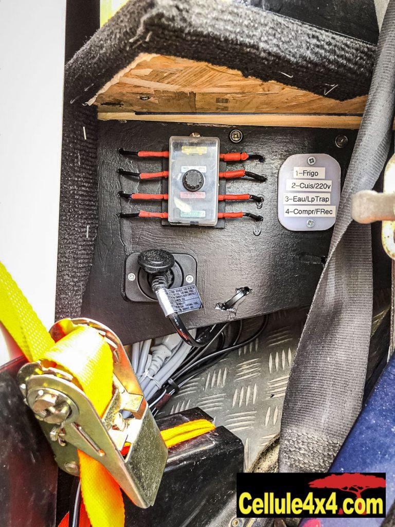 Boîte à fusible et prise 12 V pour le frigo