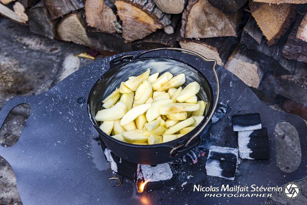 Première étape de cuisson, versez les pommes