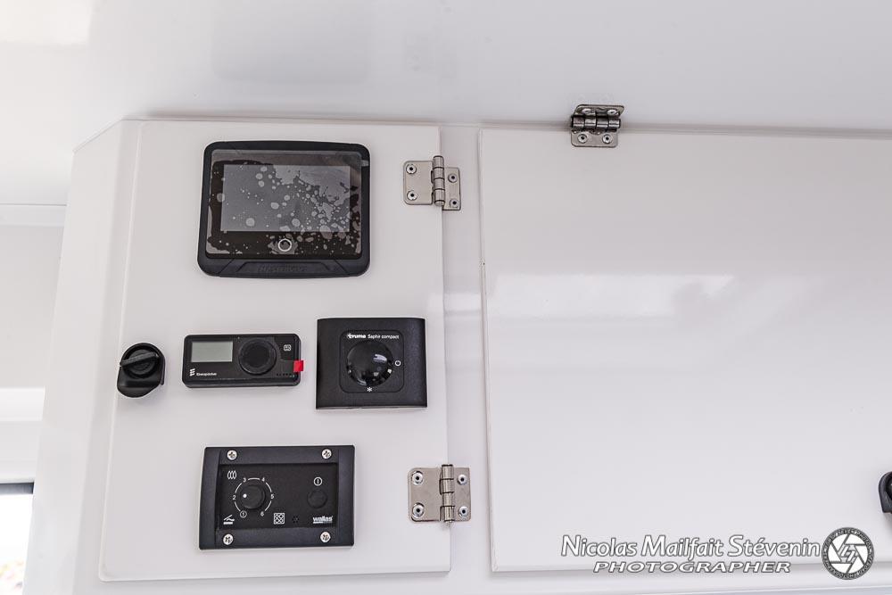 panneau de contrôle des différents équipements chauffage, climatisation, élcetricité