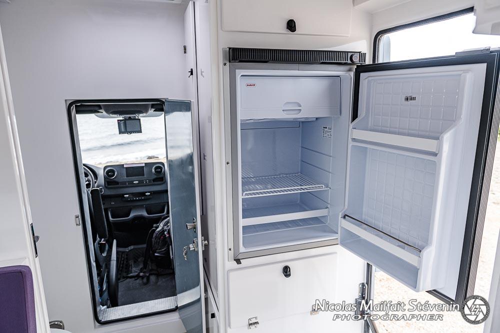 un frigo de 85l