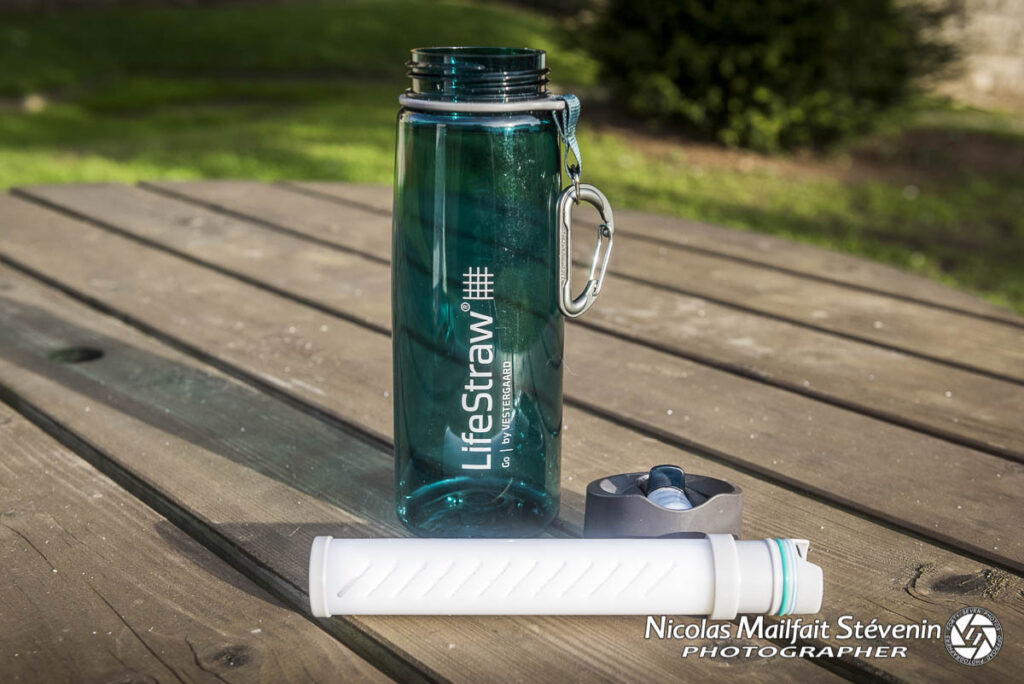 gourde lifestraw, elle va filtrer l'eau des saletés et des bactéries qu'elle peut contenir