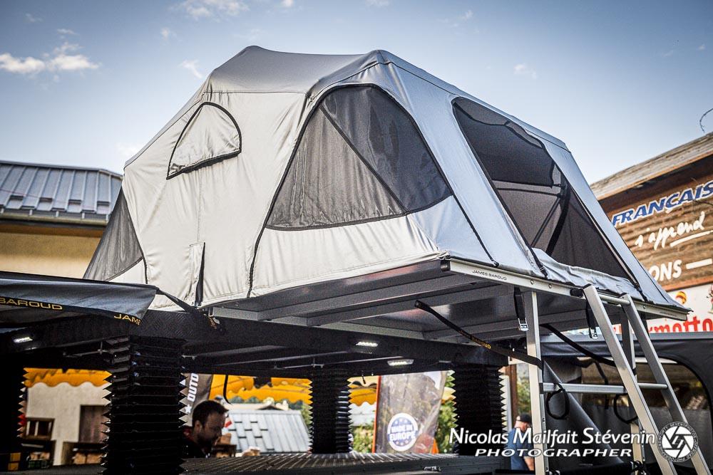 la tente de toit James Baroud Vision peut accueillir 2 adultes et deux enfants ou trois adultes