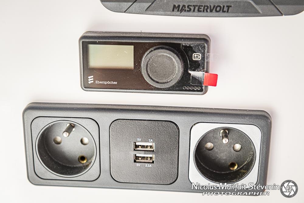 prises USB et prises 220V, panneau de commande du chauffage Eberspâcher