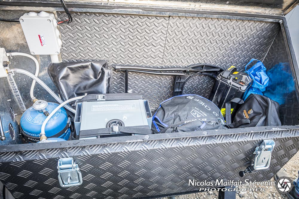 le coffre avant accueille gaz, chauffe eau, barbecue et vous aurez encore de la place de rangement