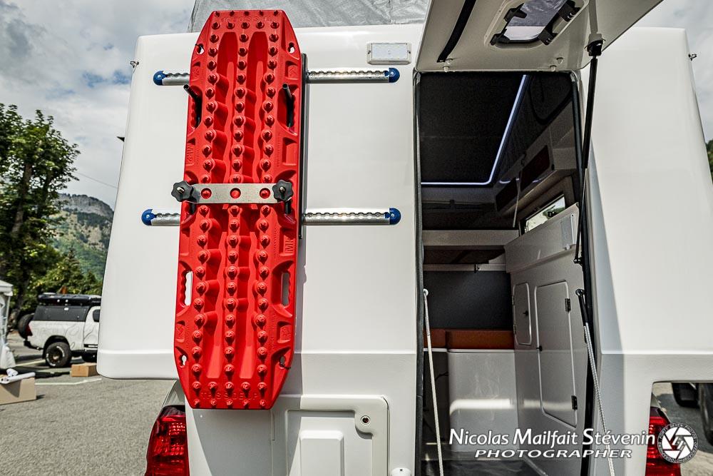 des rails aéro pour fixer des plaques à sables ou d'autres accessoires