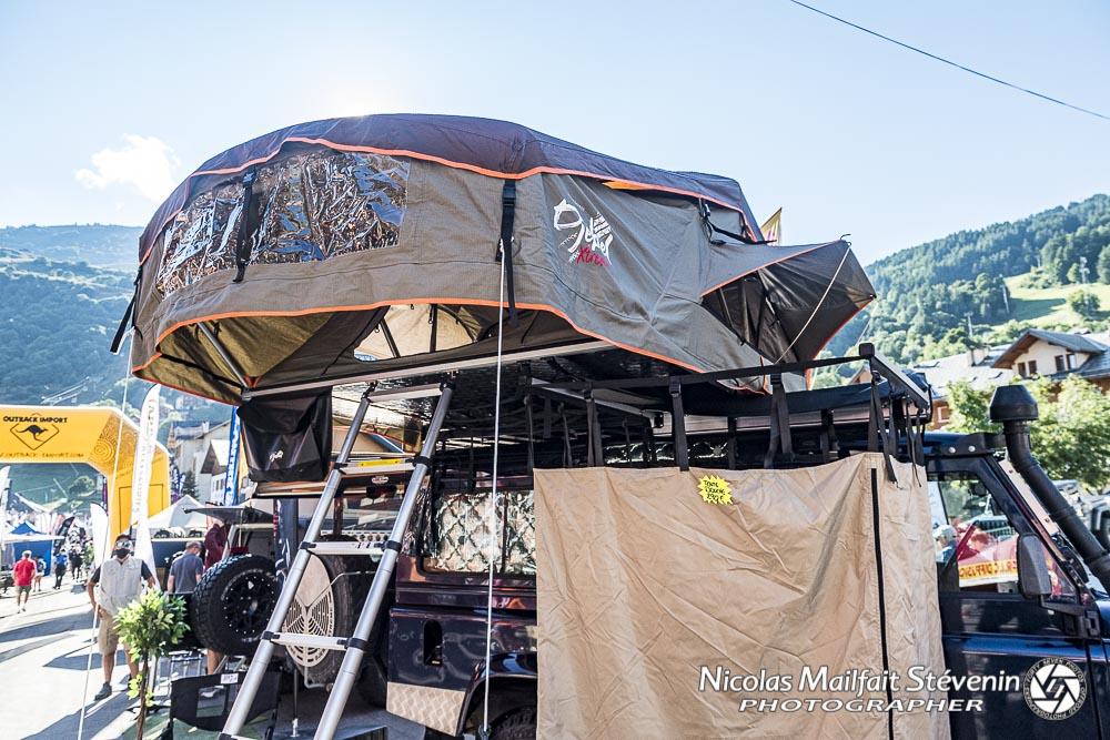 Tente de toit Alaska sur Land Rover Dedenfer vue à Valloire