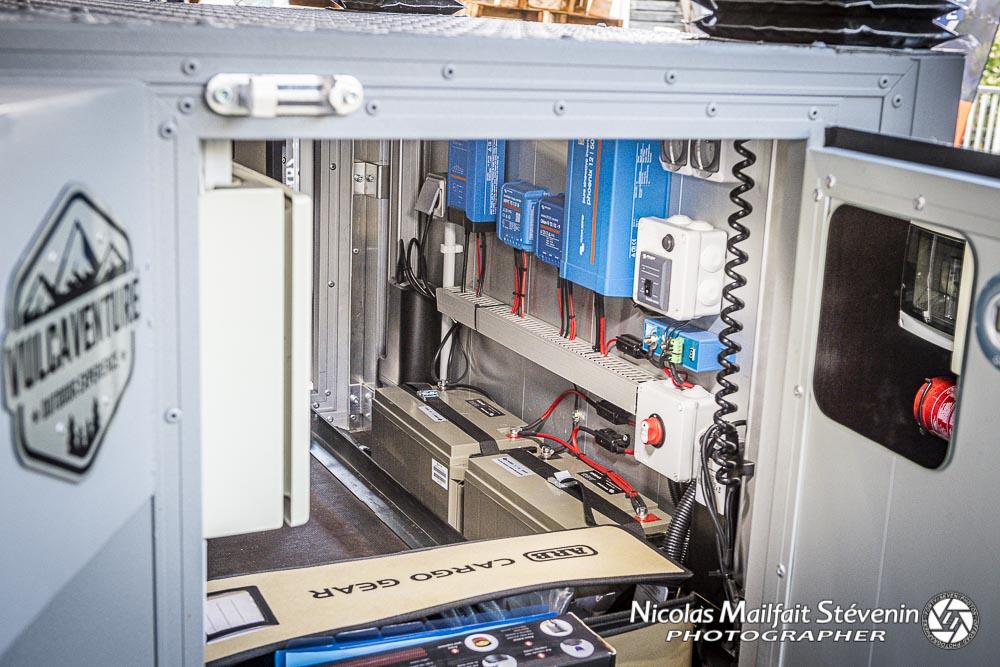 tous les modules électriques ainsi que les deux batteries à gel AGM viennent de chez Victron